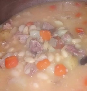 xCraftyChickx's Bean with Ham Soup